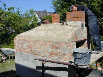 Schornstein f r das brotbackhaus for Holz pizzaofen selber bauen